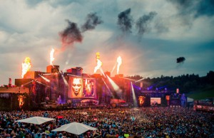 Much anticipated Tomorrowland banger 'Louder' finally hits the digital shelves!